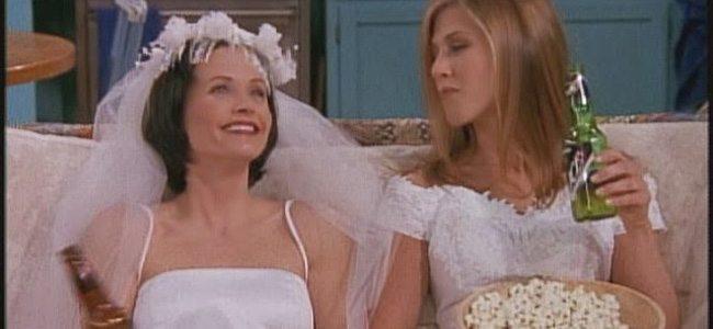 Τι κάνεις όταν οι φίλες σου παντρευόνται;
